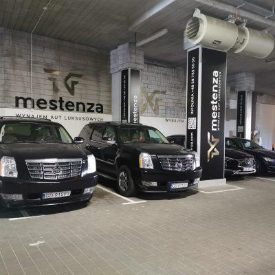 Cadillac Escalade parking - Wypożyczalnia samochodów luksusowych Mestenza Trójmiasto Rafał Grzebin