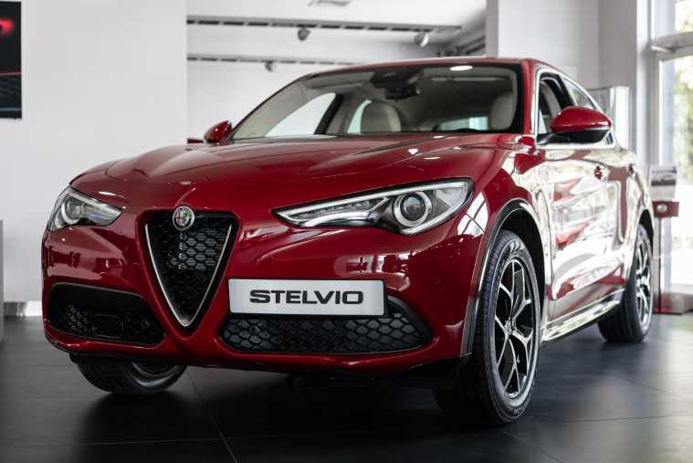 Alfa Romeo Stelvio Veloce Wypożyczalnia samochodów Mestenza Rafał Grzebin